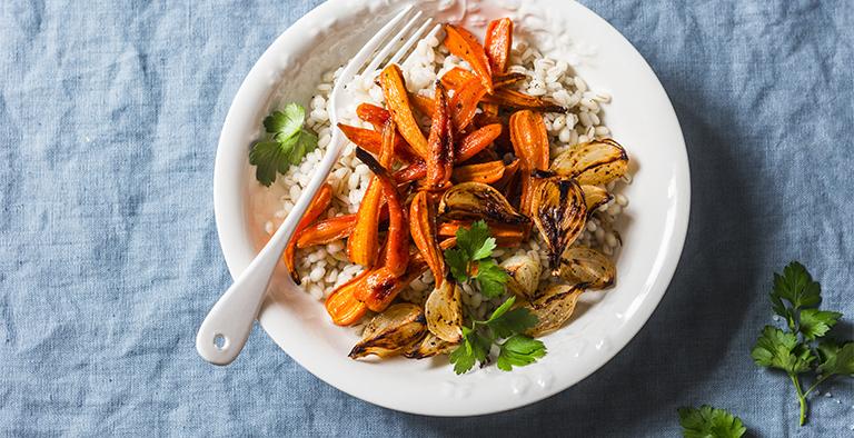 Bloemkoolrijst met gegrilde wortel en ui