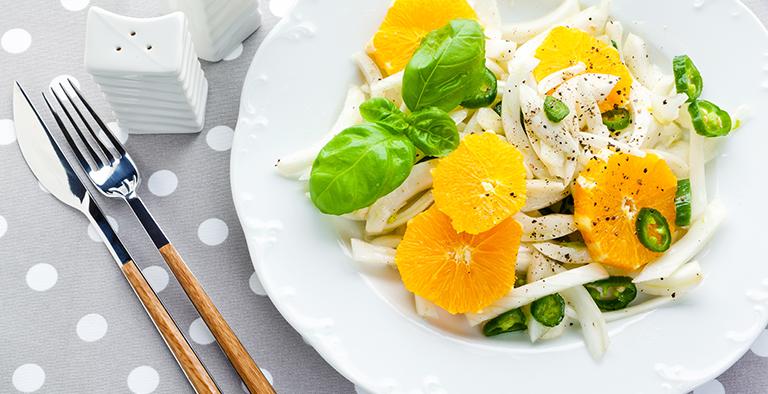 Venkelsalade met groene peper, sinaasappel en basilicum